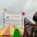 """Das großte Zirkuszelt auf dem 4. Lausitzer Klima- und Energiecamp. Motto dieses Jahr war """"Kein Land mehr für Kohle."""""""