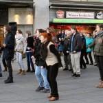 Tanzen für Frauenrechte auf dem Marktplatz
