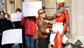 """""""Kleidersammlung"""" - Aktion gegen Sexismus am Weltfrauentag"""