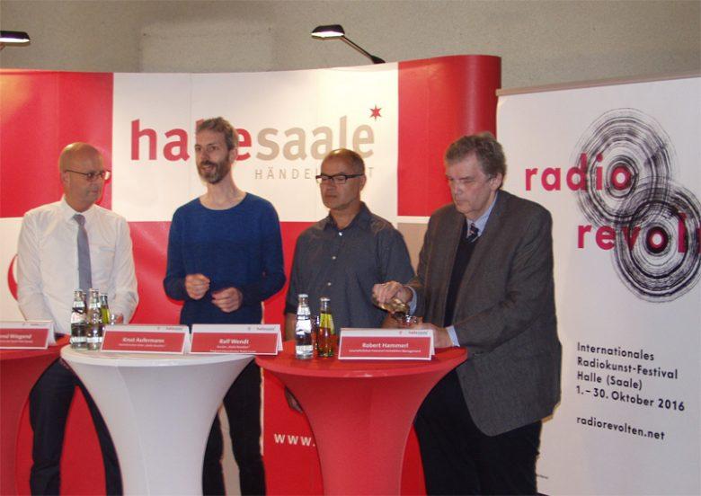 Schirmherr Dr. Bernd Wiegand, festivaldirektor Knut Aufermann, Kurator Ralf Wendt und Immobilienmanager Robert Hammerl auf der Pressekonferenz zum festival radio revolten