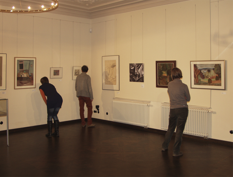 """Drei von dreitausend besuchern der Ausstellung """"Erwin Hahs - protagonist der Moderne in Halle"""" 2014"""
