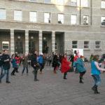 Tanzen gegen Gewalt: 'One Billion Rising' weltweit und vor dem Rathaus Halle