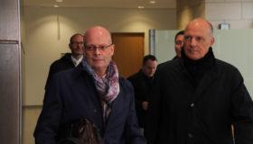 Halles OB Bernd Wiegand mit seinem Verteidiger