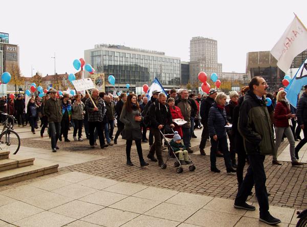 """Demonstraion """"Würde statt Waffen"""" in leipzig"""