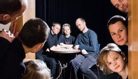 """""""Tür auf, Tür zu"""" von Ingrid Lausund an der Volksbühne am Kaulenberg"""