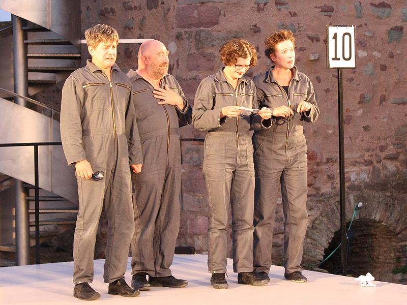 Artikel 10 Grundgesetz auf der Burg Giebichenstein im Sommertheater