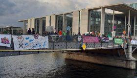 Extinction Rebellion - Besetzung der Marshall-Brücke in Berlin