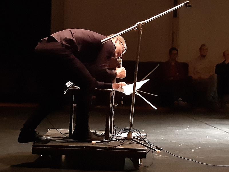 """Tom Wolter in """"Spiegel und Schatten"""" im WuK Theaterquartier Halle"""